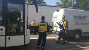 Rendőrség helyszínel egy buszbaleset helyszínén Székesfehérváron. Fotó: police.hu