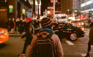 Gyalogos gázolásos baleset akár egy kellemes séta közben is előfordulhat. Annak is járhat kártérítés, aki az út vagy egy épület hibájából sérül meg.