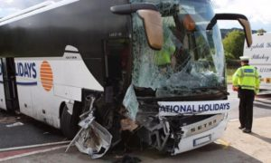 Buszbaleset során az utasok akkor is kapnak kártérítést, ha a közlekedési balesetet az autóusz vezetője okozta.