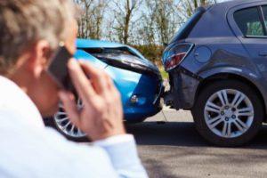Oldalunkon a közlekedési baleset szereplői találhatnak hasznos információkat, hogy kitől és milyen mértékű közúti baleseti kártérítésre lehetnek jogosultak.
