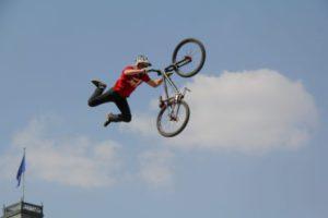 A nagyvárosi kerékpározás olyan mint egy extrém sport, magas a kerékpáros balesetek valószínűsége.
